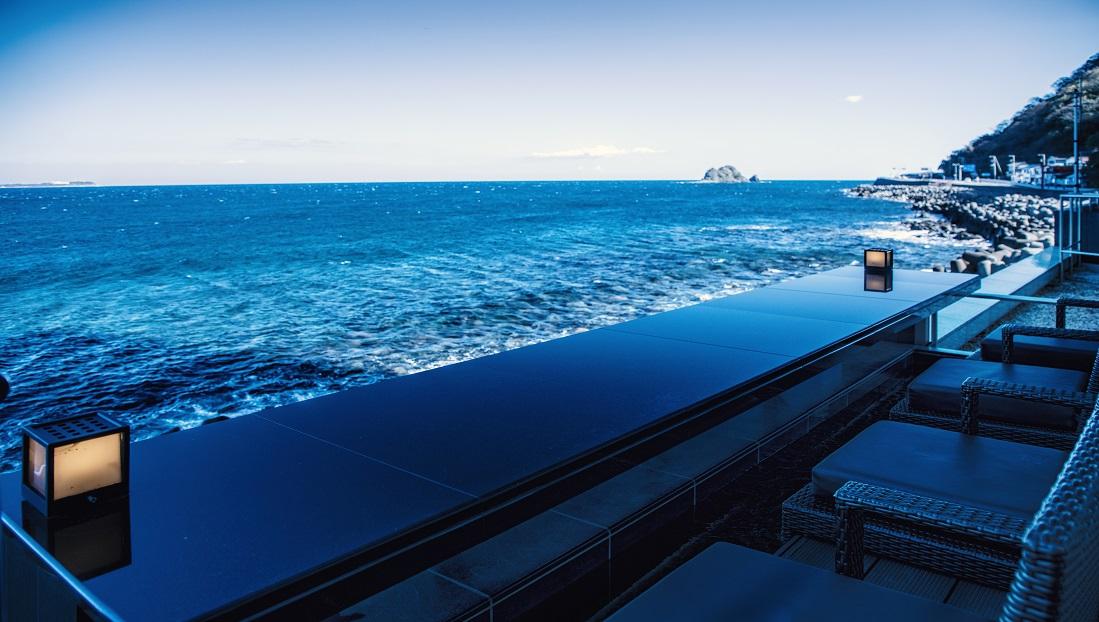 日本一?海に近い足湯バー「静海」